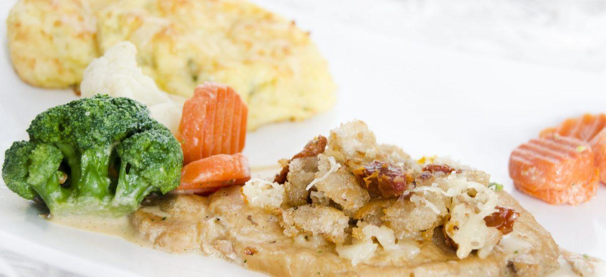 Bravčové mäso s posýpkou a zemiakovými fašírkami