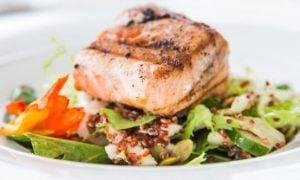 Grilovaný losos so zeleninou