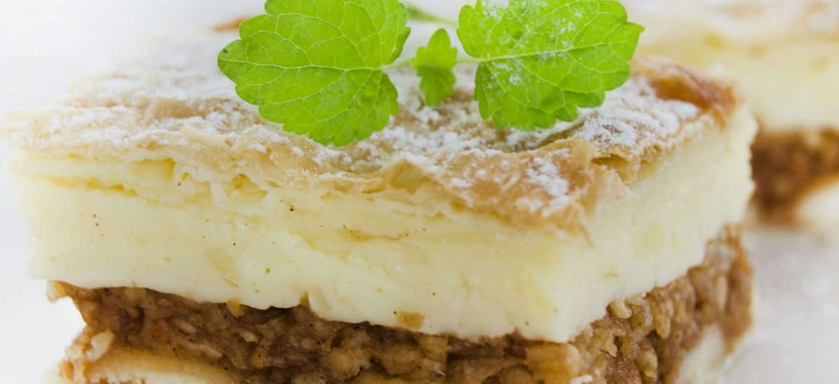 Jablkovo-piškótový koláč s pudingom