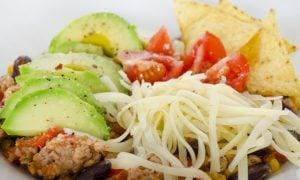 Mexická fazuľa z morčacieho mäsa s avokádom
