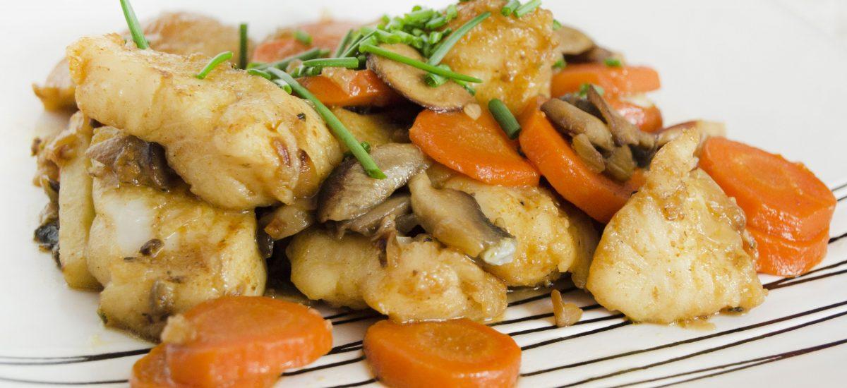Restované rybacie kúsky na zelenine