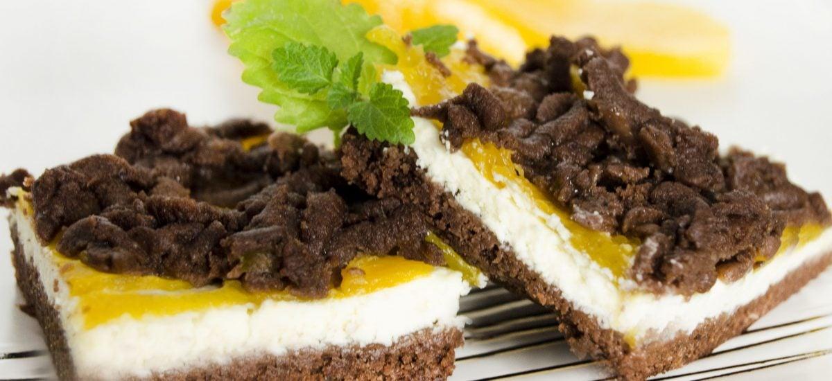 Tvarohovo-broskyňový koláč
