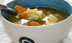 Zeleninová polievka s karfiolom