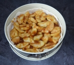 Mriežkovaný jablkový koláč z lístkového cesta je chutnou letnou sladkosťou