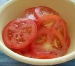 Zemiaky zapečené s paradajkami a mozzarellou sú ideálnou večerou v horúcom lete
