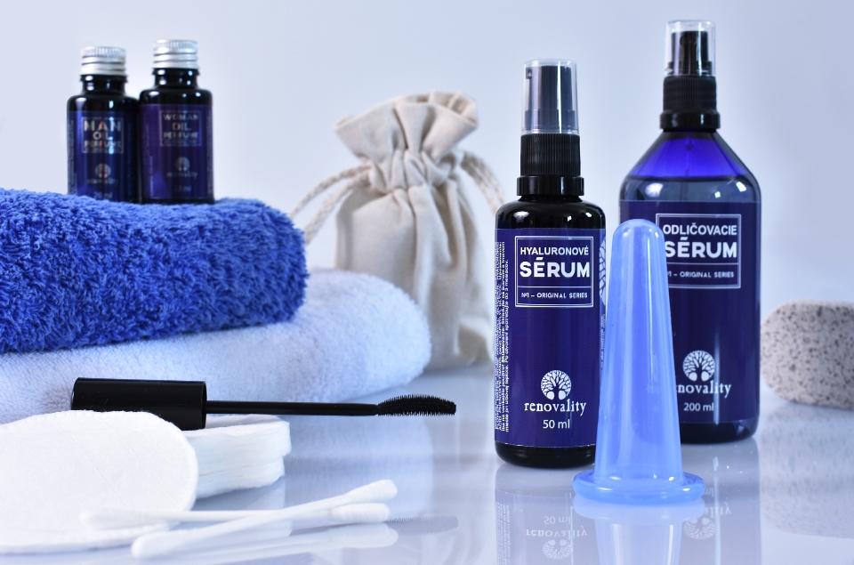 Renovality pomáha ľuďom s kožnými problémami testovanou prírodnou kozmetikou.
