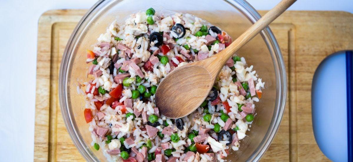 Zeleninové rizoto v miske s tuniakom