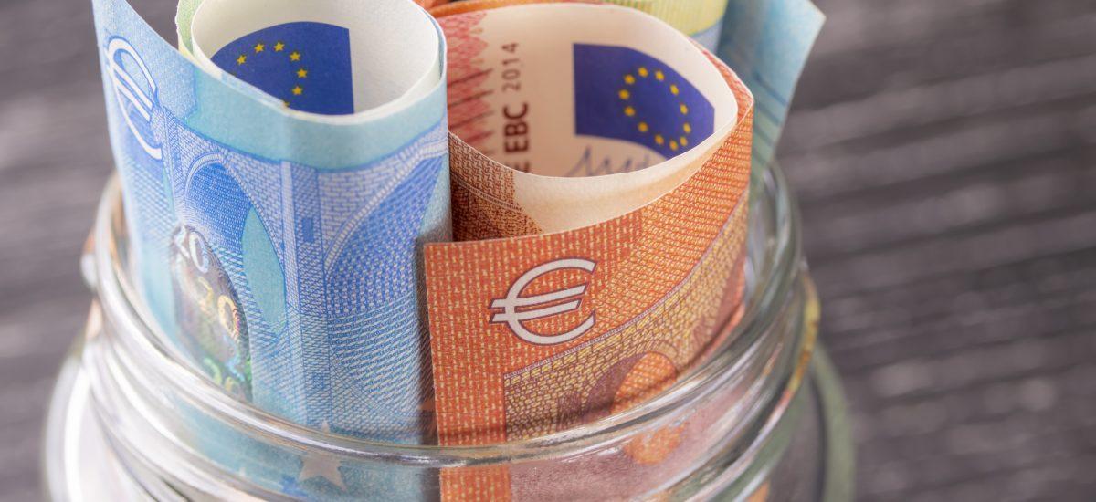 Eurá v sklenenej nádobe