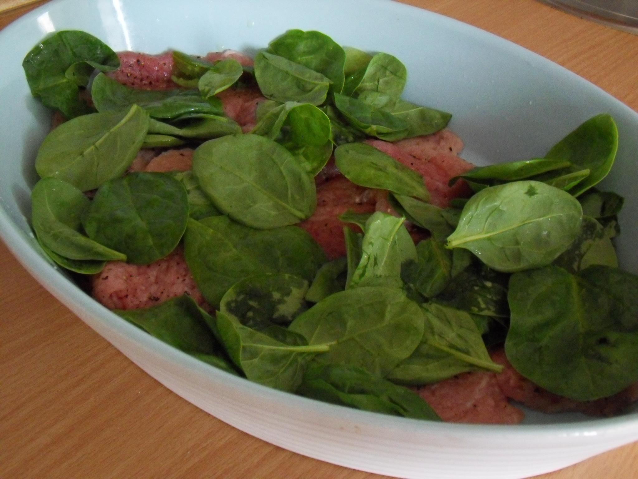 Zapečené bravčové mäso s čerstvým špenátom
