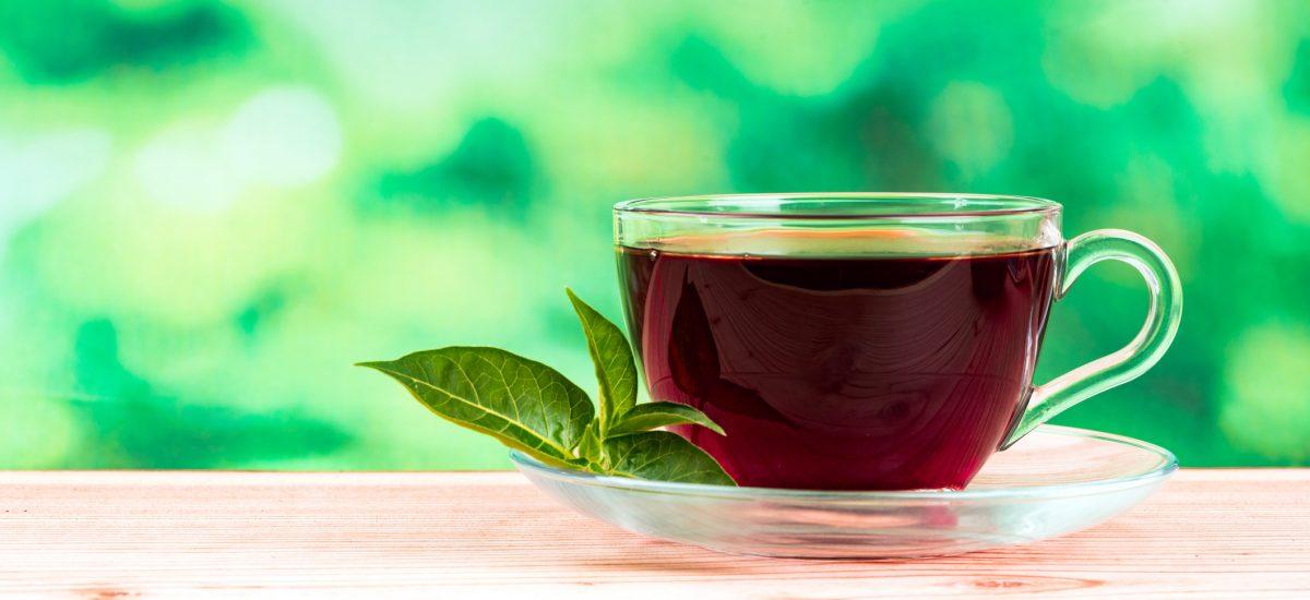 Šálka červeného čaju
