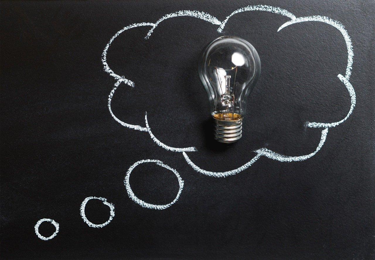 žiarovka a myšlienka