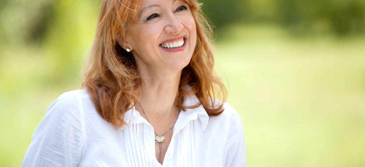 Usmiata zrelá žena