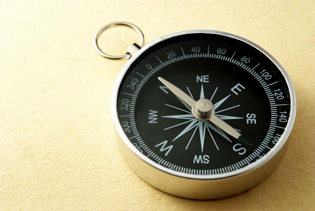 kompas ukazujúci na sever