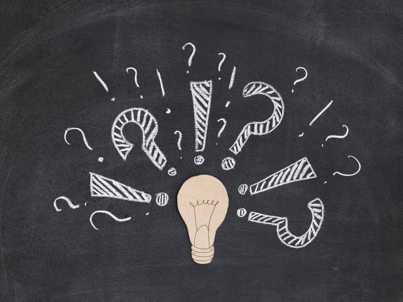 žiarovka a otázniky