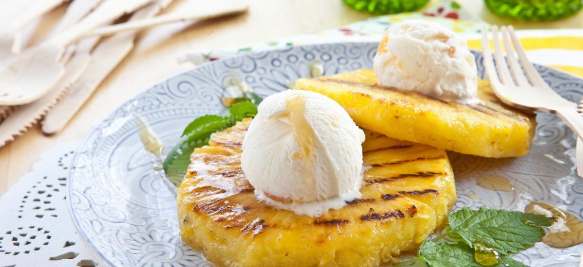 Grilovaný ananás so zmrzlinou