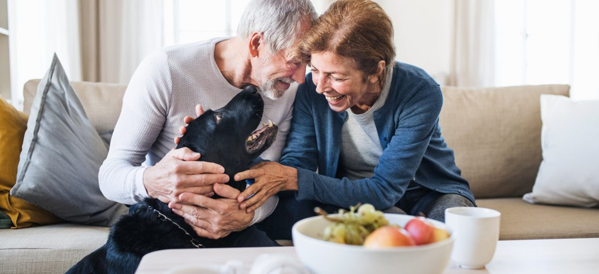 Šťastný párik seniorov