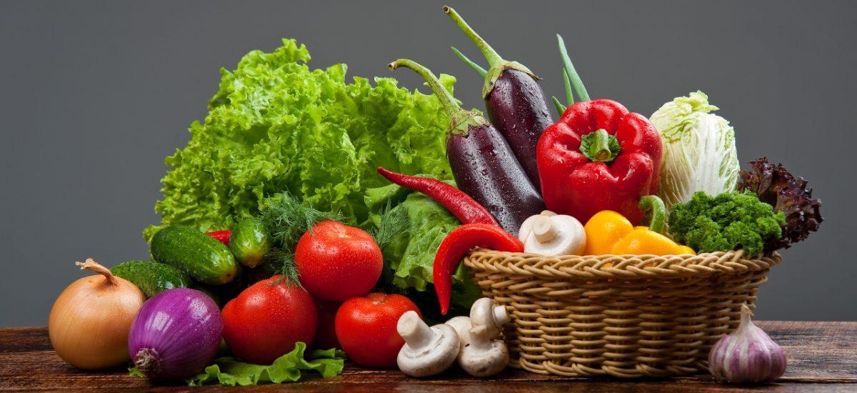 zmes zeleniny v košíku