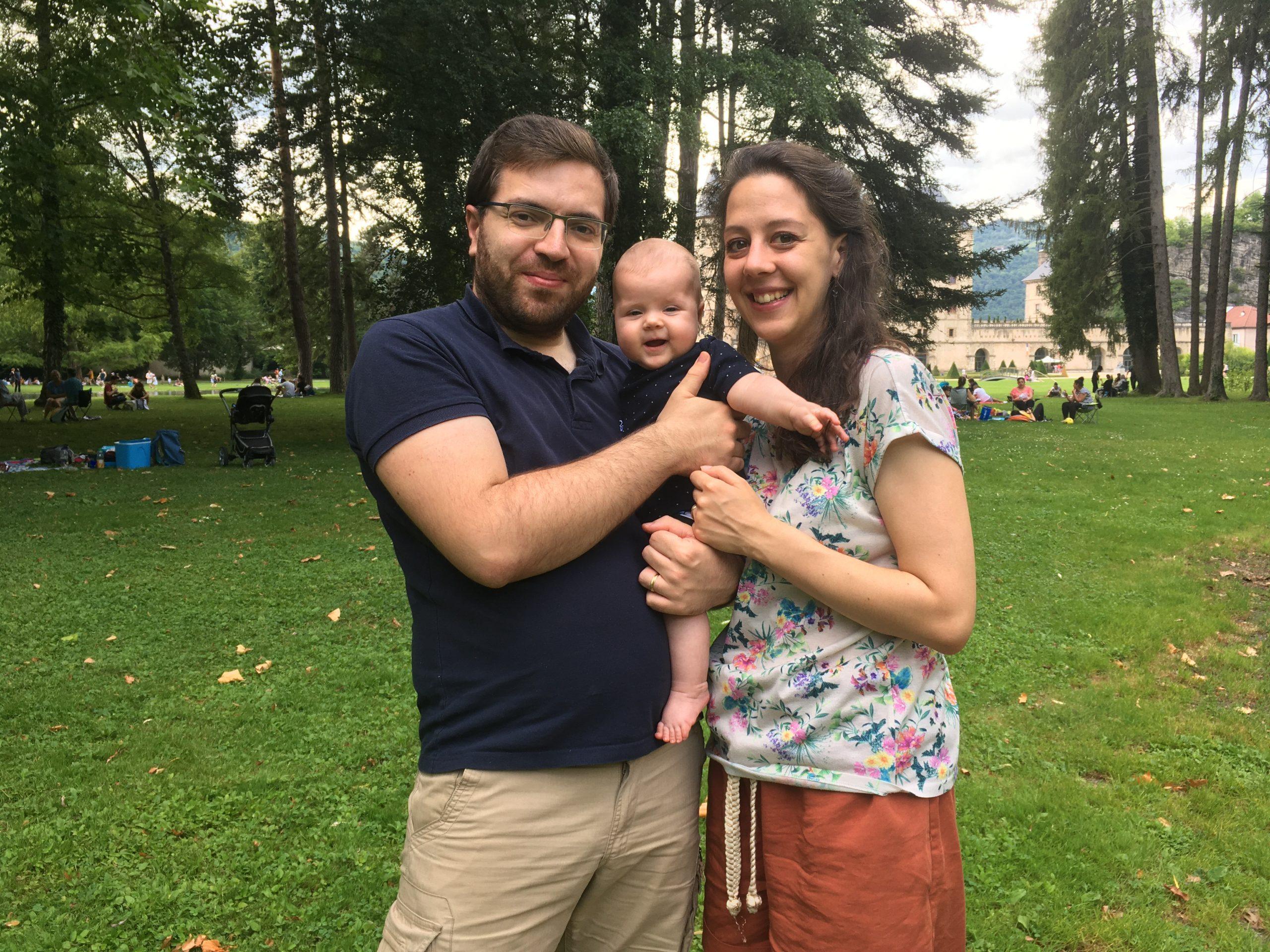 Manželský pár s dieťaťom