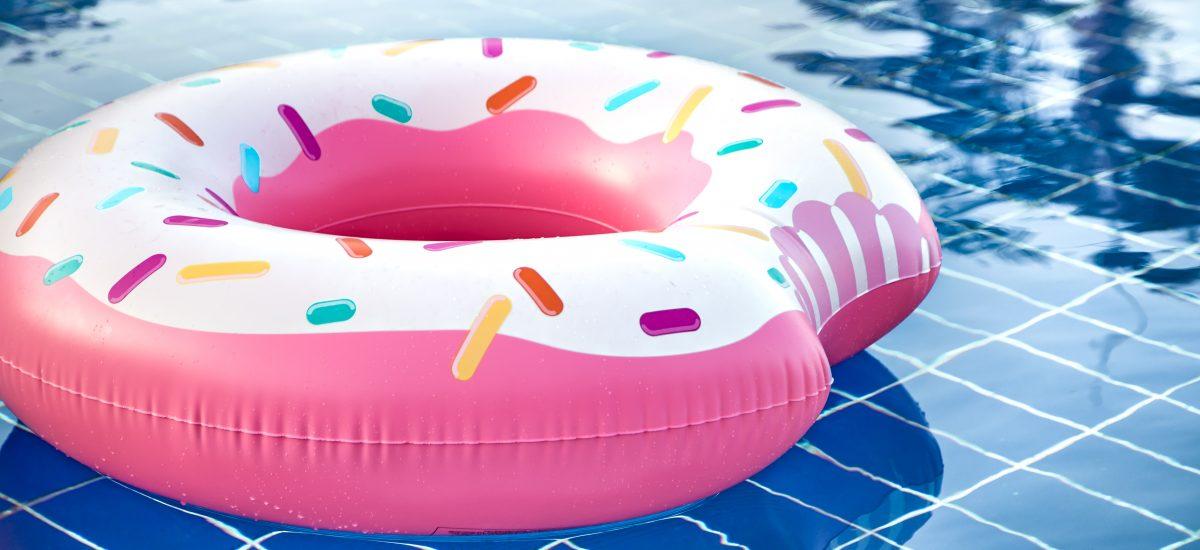 Nafukovačka v bazéne