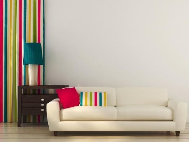 Gauč alebo kreslo s prúžkami sa môžu stať tým najvýraznejším prvkom v miestnosti