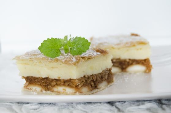 Jablkovo-piškótový koláč s pudingom je chutnou maškrtou pre každého